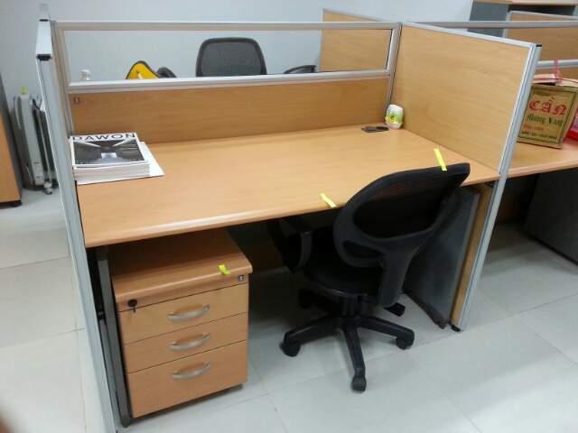 Thanh lý bàn văn phòng giá rẻ tại Hà Nội