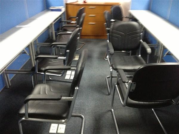 Thanh lý bàn ghế nhân viên cũ tại nội thất Duy Phát