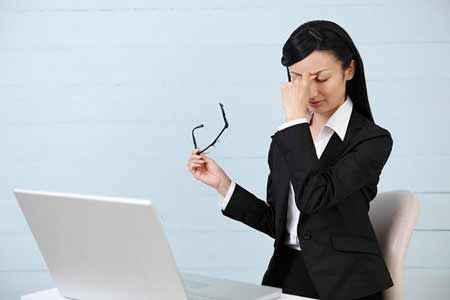 Tác hại không lường khi chọn sai bàn ghế làm việc cho dân văn phòng 3
