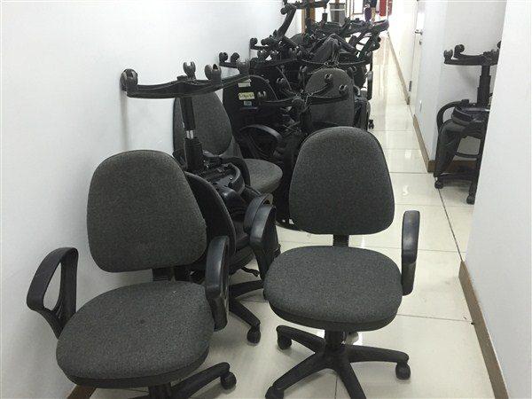Thanh lý ghế xoay nỉ cho nhân viên văn phòng
