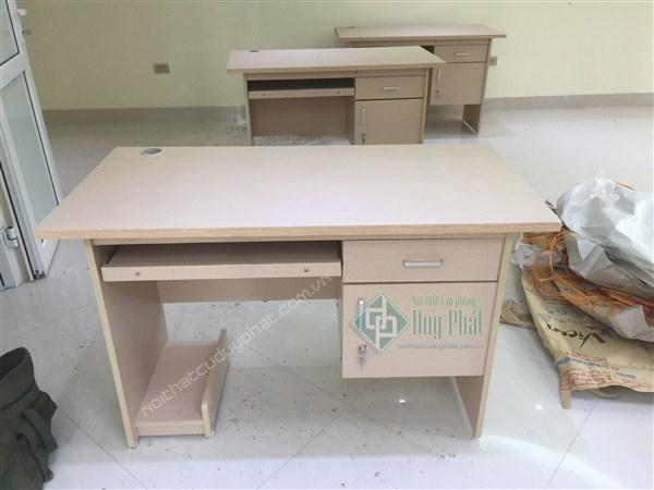 Mẫu bàn làm việc hiện đại phù hợp với mọi văn phòng