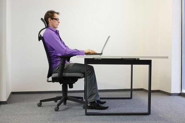 Tư thế ngồi làm việc đúng cách với máy tính: